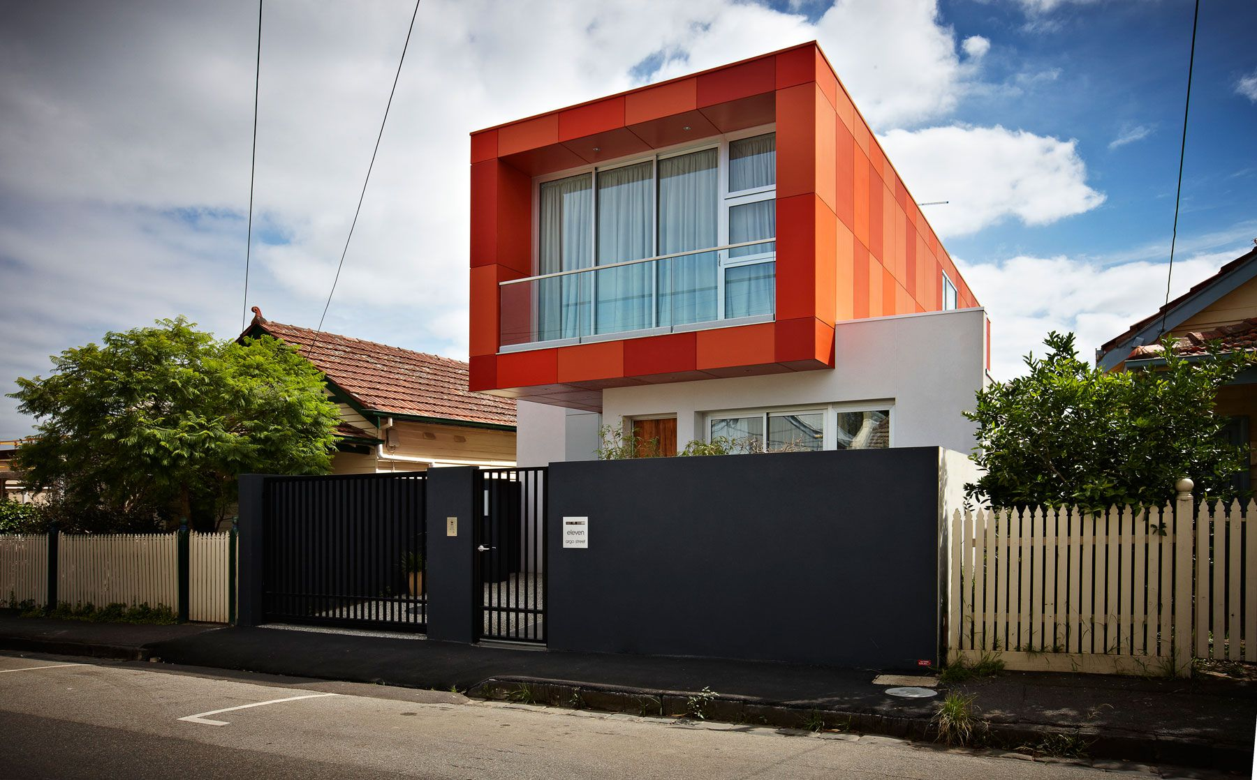 Dise o de casa moderna de dos plantas planos construye for Casas rectangulares