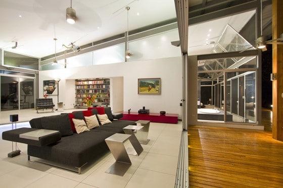 Diseño de interiores de sala moderna construida en campo