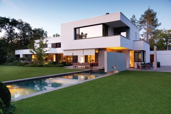 Diseño de casa moderna de dos plantas con pisicina