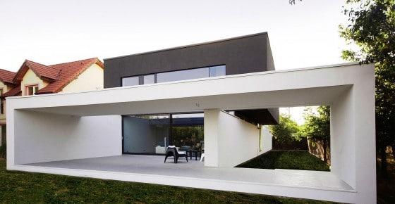 Diseño de casa moderna de dos pisos construida en hormigón