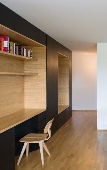 Diseño de estante empotrado para escritorio de departamento
