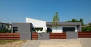 Fachada de casa moderna de un piso