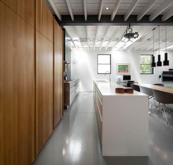 Vista de la cocina con isla de departamento