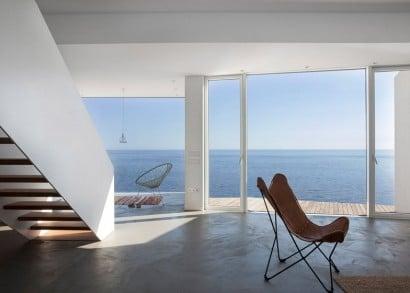 Vistas de casa moderna frente al  mar