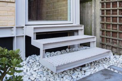 Diseño de escaleras de hierro de ingreso principal