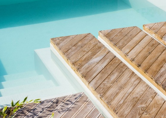 Pisos de madera para piscina