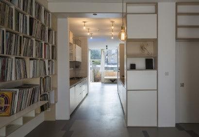 Vista del espacio de transición entre la cocina y el comedor
