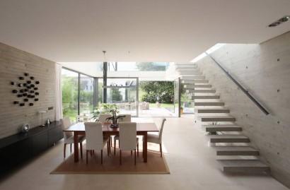 Diseño de comedor y modernas escaleras