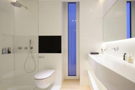 Diseño de cuarto de baño de departamento moderno