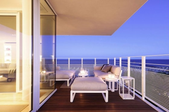 Diseño de pequeña terraza frente al mar