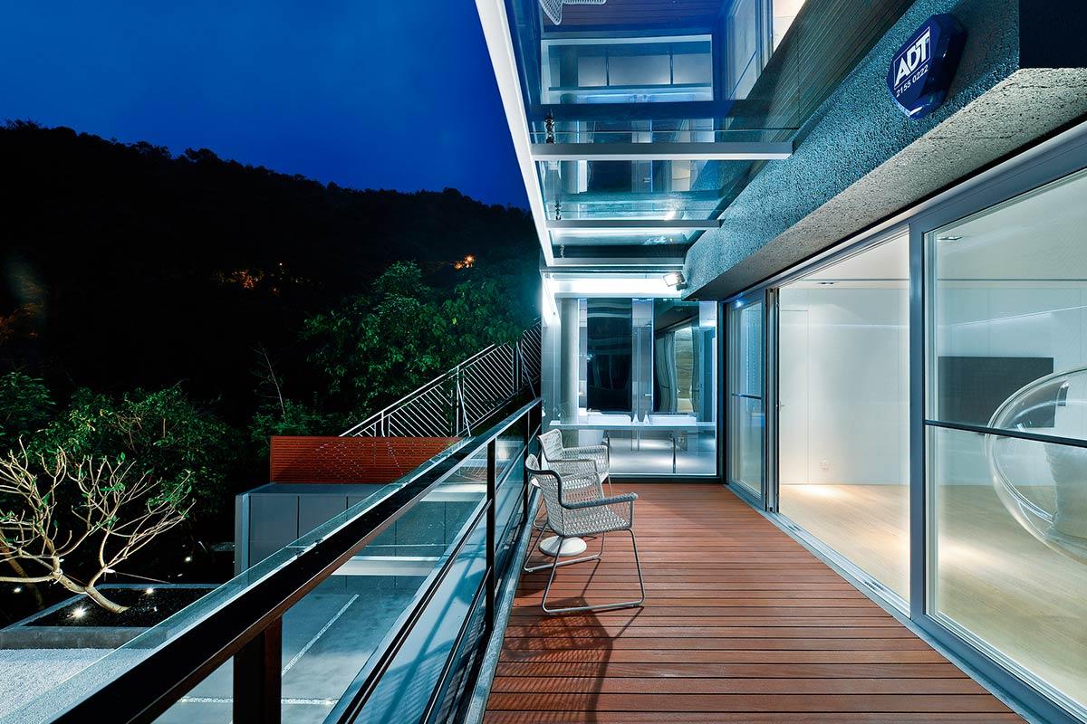 Dise o de casa moderna dos pisos construye hogar for Terrazas 2do piso