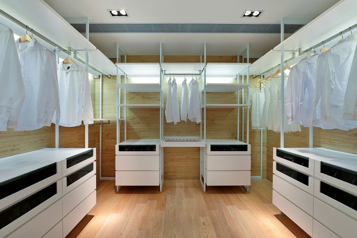 Dise o de casa moderna dos pisos construye hogar for How to build a walk in closet step by step
