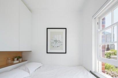 Dormitorio de departamento muy pequeño