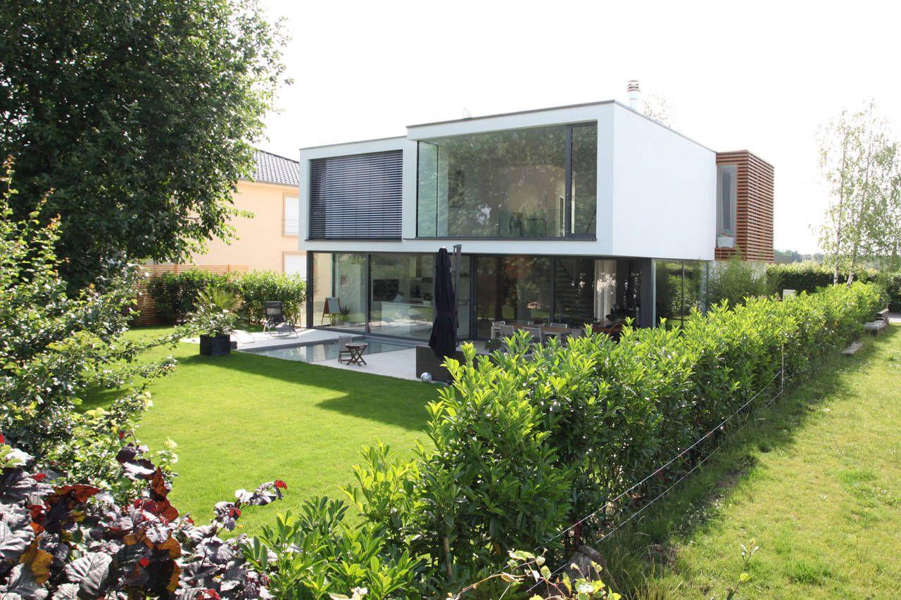 Fachada de casa de dos pisos construye hogar for Casas de plastico para jardin