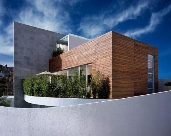 Fachada de casa moderna en esquina