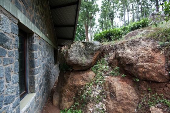 Muro de piedra y arcilla casa de campo
