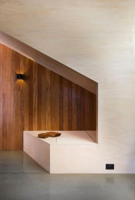 Detalle constructivo de madera en casa de dos pisos