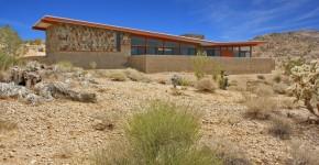 hermosa casa rural de un piso construida en concreto se integra al entorno natural diseo