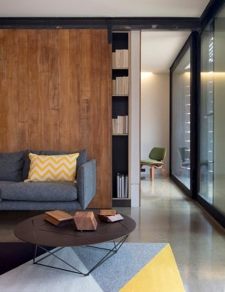 Diseño de pasadizo de casa de dos plantas