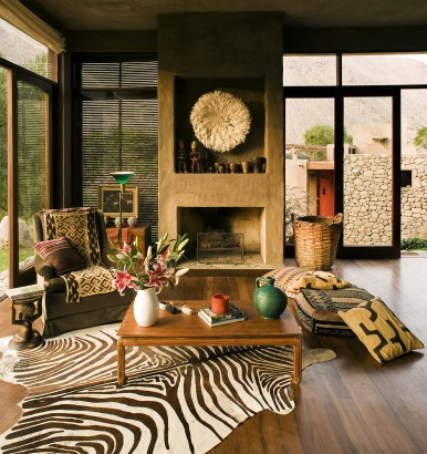 Diseño de sala con chimenea de barro