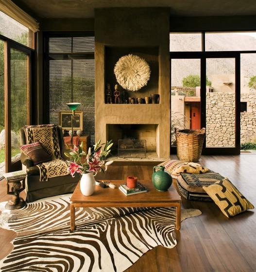 Diseño de sala rural con chimenea de arcilla