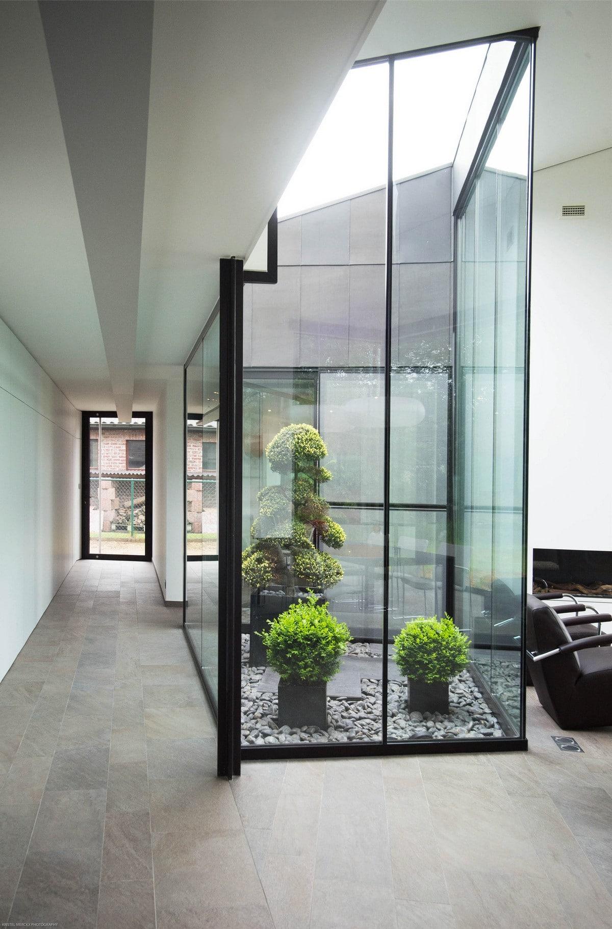 Casa moderna de un piso con fachada piedra construye hogar for Garden home interiors