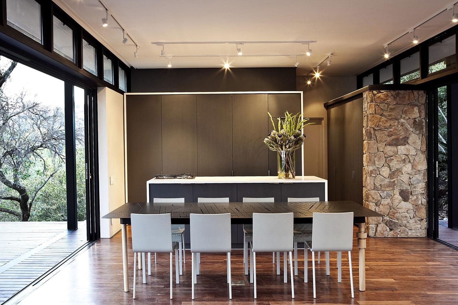Moderna casa de campo con estructura acero construye hogar Kitchen design patio doors