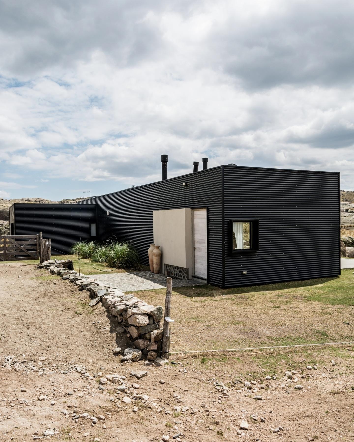 Dise o casa de campo tres dormitorios construye hogar for Casa moderna 2015 orari