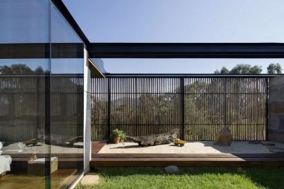 Diseño de terraza rústica con pisos de arena