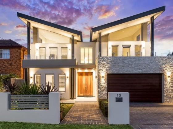 Diseño casa moderna dos niveles con techos inclinados