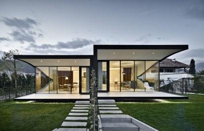 Fachada contemporánea de un piso Foto Oskar Da Riz Diseño Peter pichler Archdaily.com