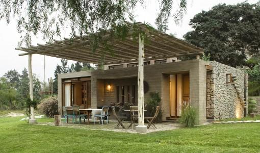 Casa de campo con adobe  Fotos Gonzalo Cáceres Dancuart  Diseño Marina Vella Arquitectos