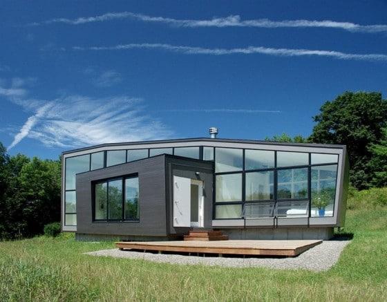 Moderna casa de campo con grandes cristales