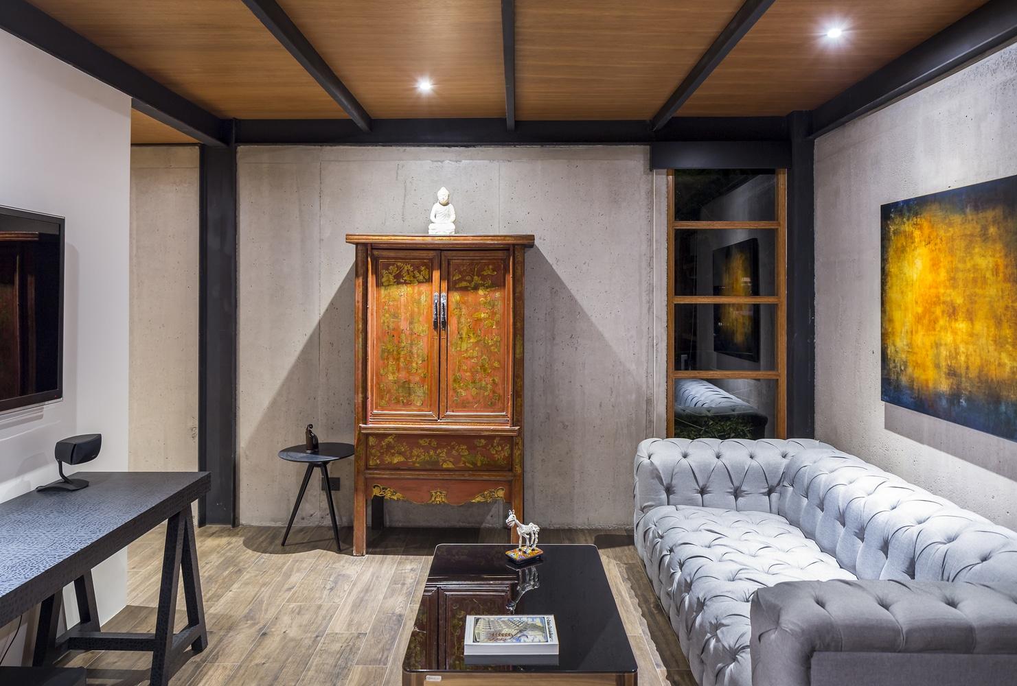 Dise o de sala sencilla paredes de hormig n y techos de madera construye hogar - Construye hogar ...