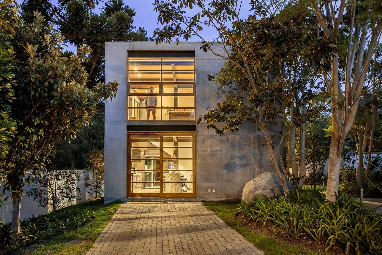 Peque a casa de dos pisos de 95 m construye hogar - Casas de madera y hormigon ...