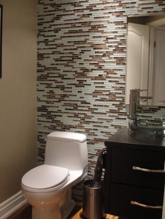 cuarto de bao moderno con cermicos pequeos