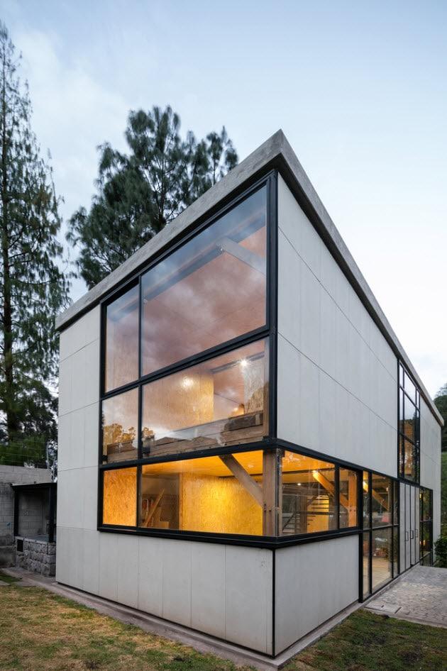 fachadas con paneles de y grandes cristales