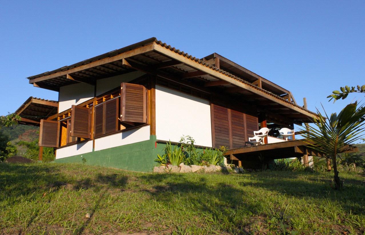 Dise o de casa de campo peque a de madera construye hogar - Casas en pendiente ...