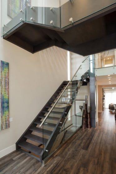 Diseño de escaleras de acero y cristal