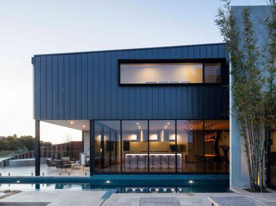 Fachada perfil casa dos pisos moderna