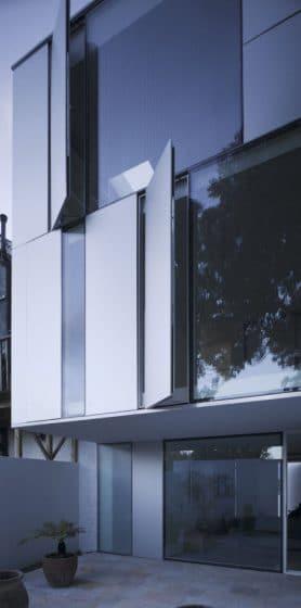 Ventanas batientes de aluminio de casa moderna