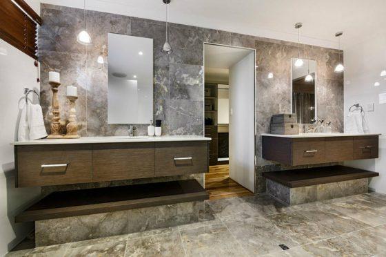 Diseño de lavabos con muros de mármol
