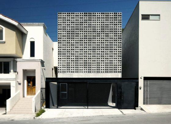 Fachada segura casa dos pisos hormigón