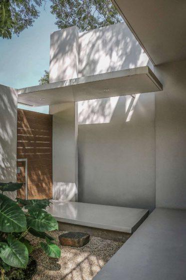 Diseño moderno de ingreso a casa