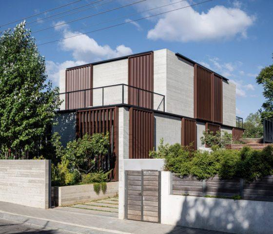 Diseño de fachada casa dos pisos de hormigón