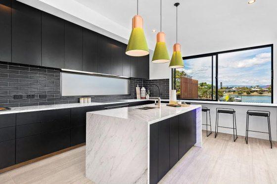 Diseño cocina moderna negro y blanco