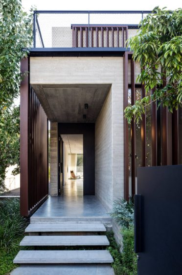 Diseño de pórtico casa moderna hormigón