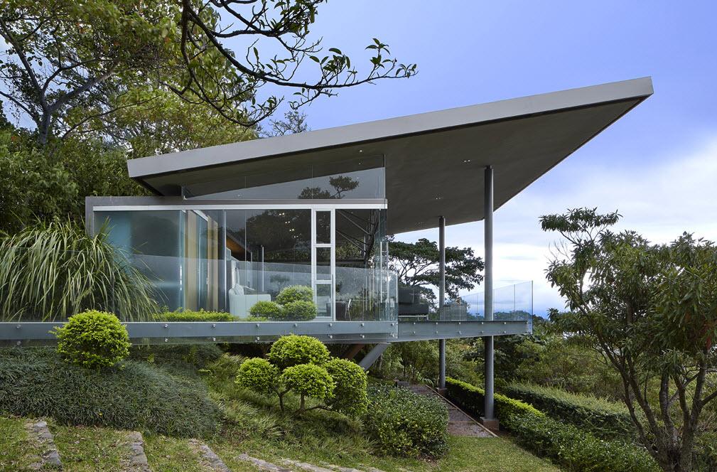 Dise o de peque a casa de cristal y acero construye hogar for Fachada de casas modernas con vidrio