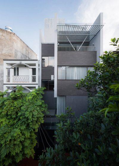 Diseño de fachada angosta pequeña de casa moderna