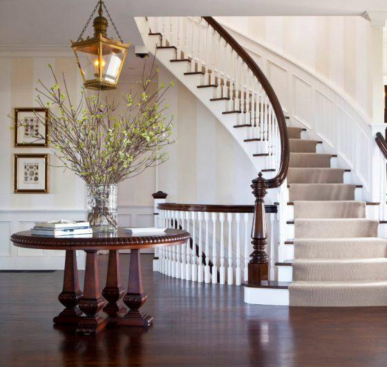 Diseño de escalera elegante ovalada